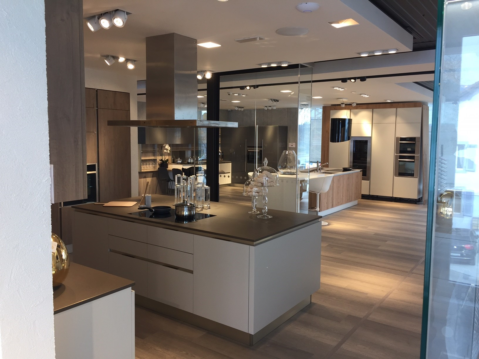 veneta cucine et son architecte d 39 int rieur yannick barthet mandat s par m6 veneta cucine l. Black Bedroom Furniture Sets. Home Design Ideas