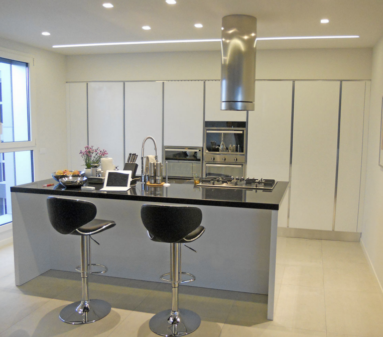 2 mario veneta cucine l 39 agencement et la r novation de for Agencement cuisine crissier